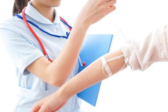 Infirmière injection estinnes